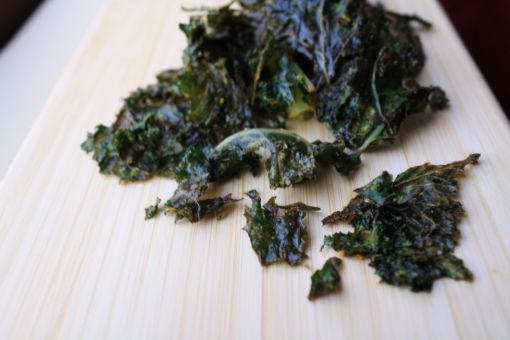 crispety dairy-free cheesy, tangy kale chips.